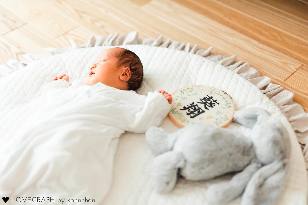 ニューボーンフォトとは?生まれたてを残せる魅力・メリットと注意点  8番目の写真