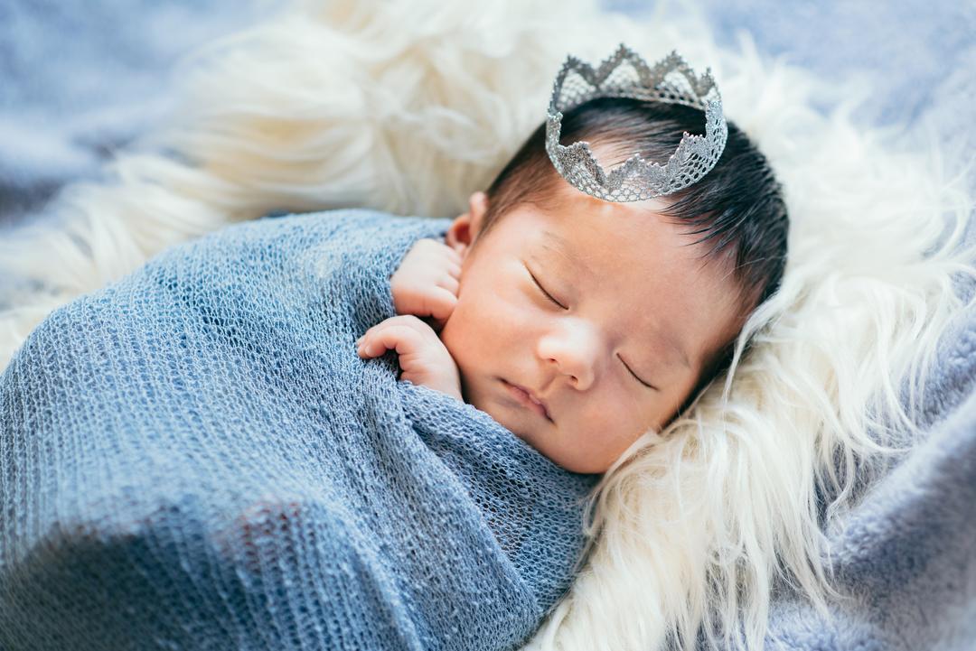 ニューボーンフォトとは?生まれたてを残せる魅力・メリットと注意点  4番目の写真