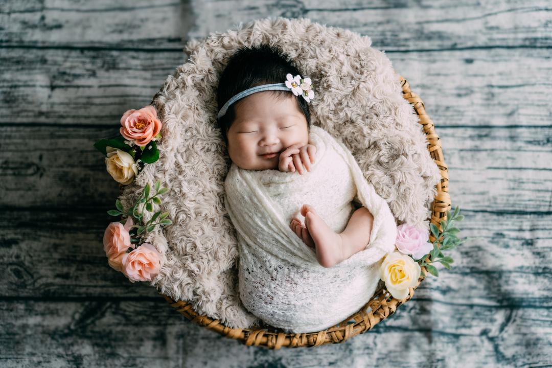 ニューボーンフォトとは?生まれたてを残せる魅力・メリットと注意点  7番目の写真