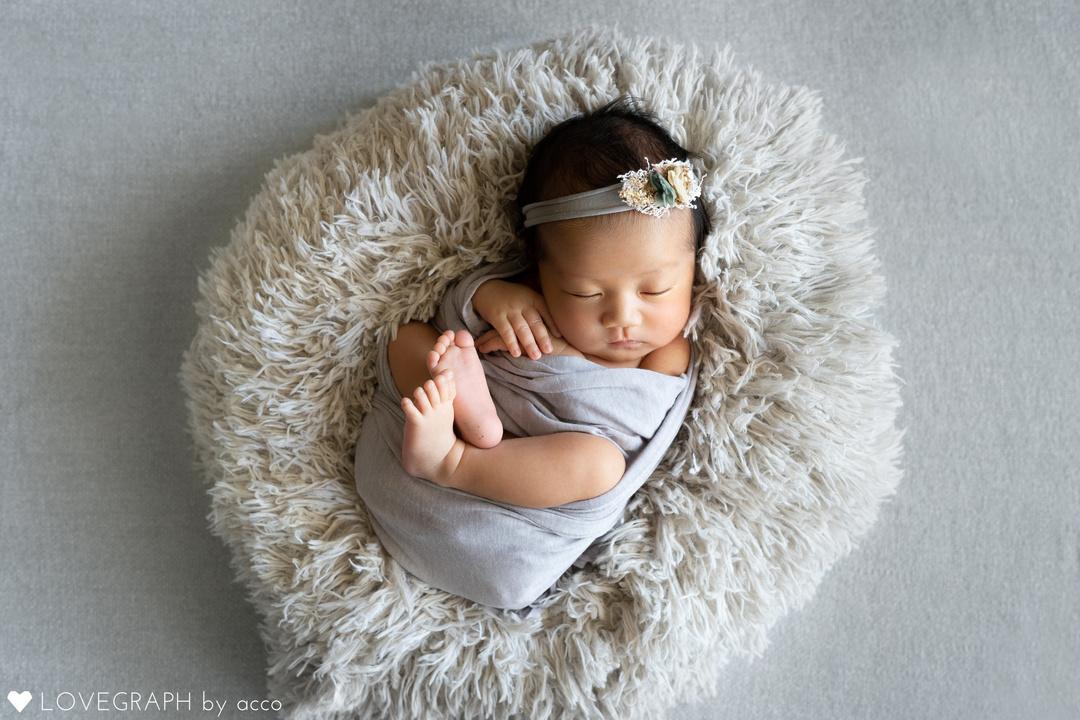 ニューボーンフォトとは?生まれたてを残せる魅力・メリットと注意点  1番目の写真